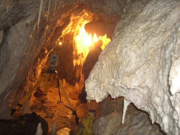 Rilievo topografico e videoispezione della grotta del Caliendo